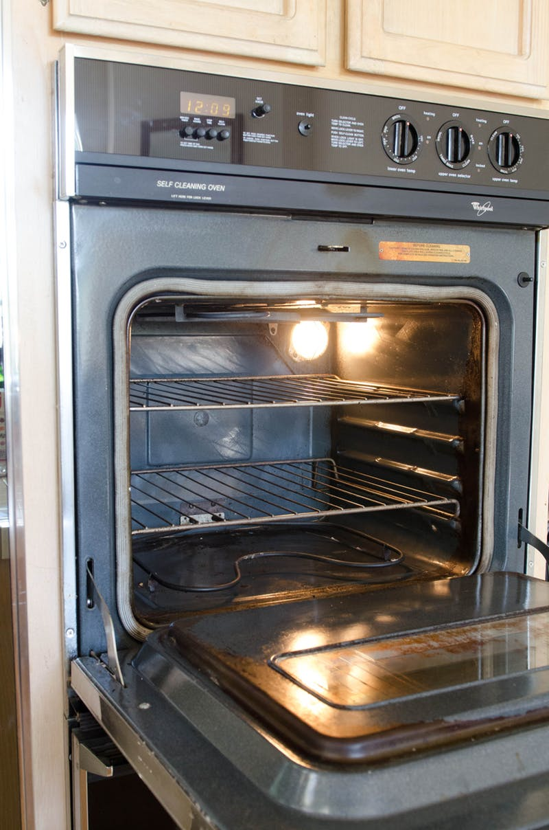 how-to-clean-an-oven-naturally