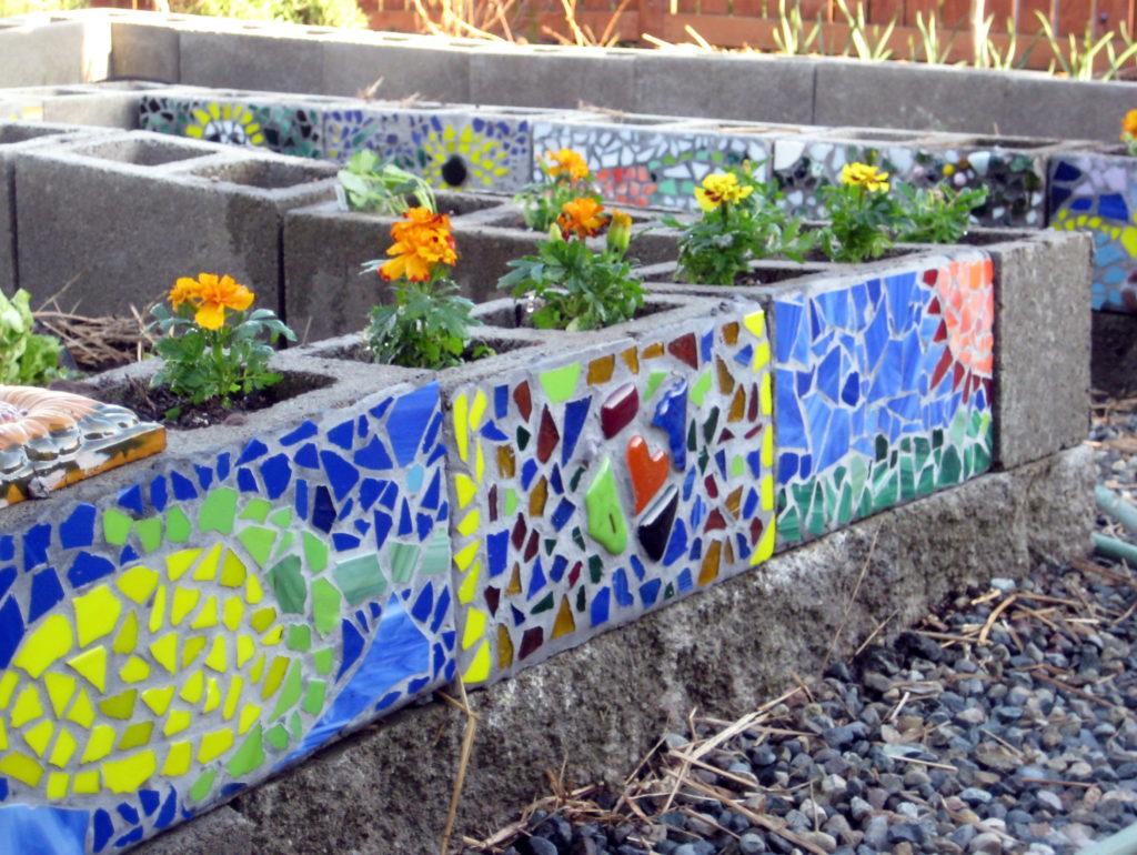 mosaic cinder block planter 2